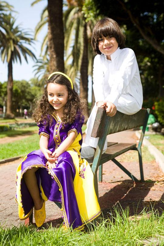 أطفال بلباس تقليدي أنيق